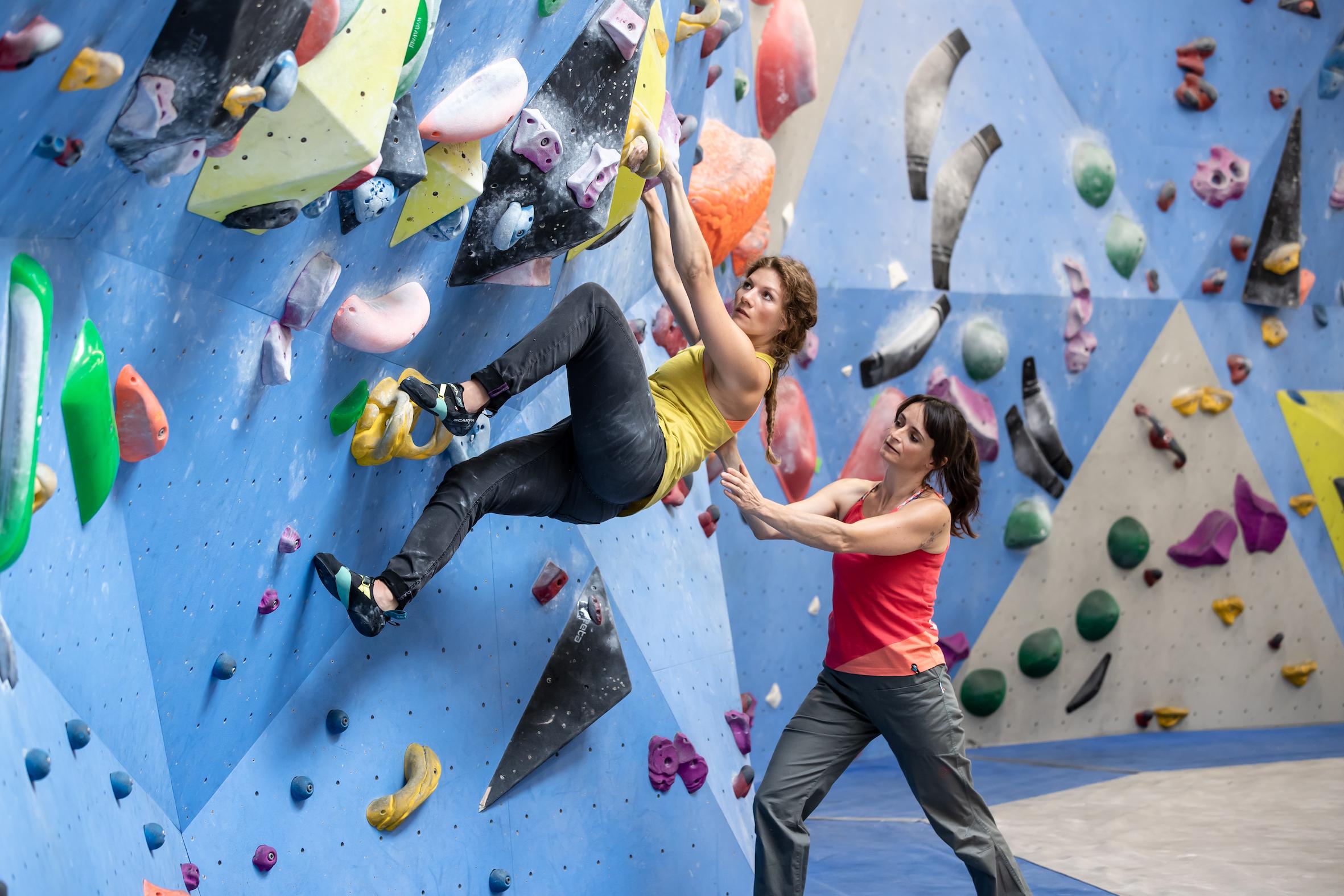 Boulder Up Your Life: Bergzeit launcht Boulderprogramm für Einsteiger