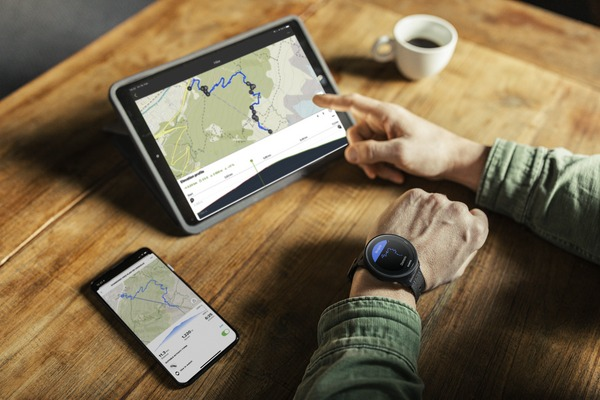 medium_Suunto_s9_titanium_creating_route_ipad
