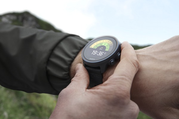 medium_Suunto_s9_titanium_watch_on_wrist